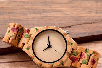 34da42528e89 Тренд сезона - деревянные часы · Глобальное обновление ассортимента · Яркие  летние сумочки с вышивкой